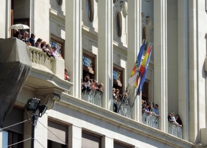 Waiting for the mascleta, Plaza del Ayuntamiento, Valencia