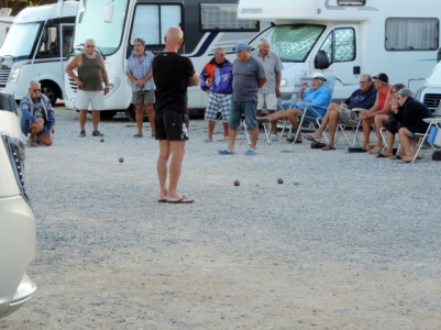 Playing Boules on the Aire