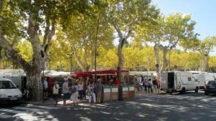 St Tropez Market, Place des Lices