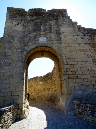 Entrance to Peratallada