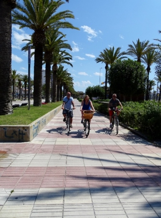Cycling the boulevard, Salou