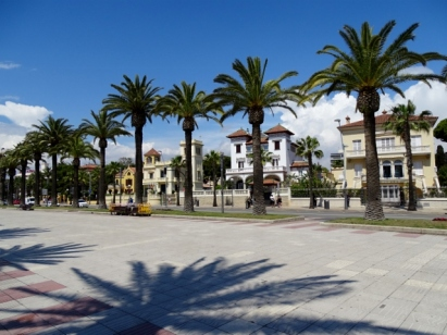 Beautiful villas facing the boulevard in Salou