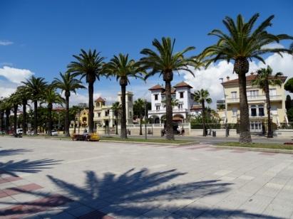 Beautiful villas facing the boulevard in Salou