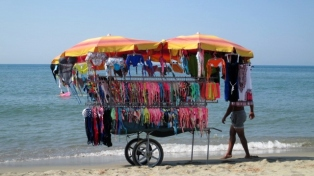 Torre del Lago Beach seller