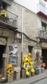 Shop selling honey in Morella